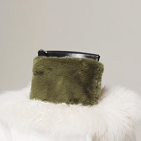 DETACHABLE FUR CLUTCH - JET BLACK