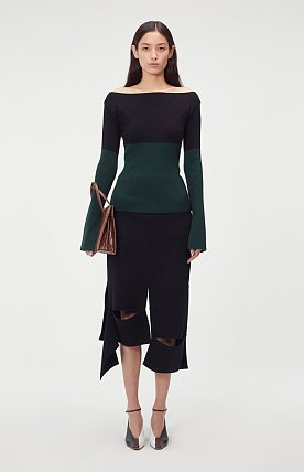 COLORBLOCK OFF-THE-SHOULDER SWEATER (GREEN)