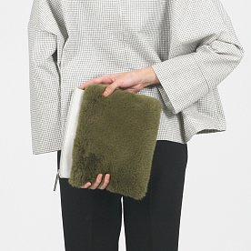 DETACHABLE FUR CLUTCH - IVORY
