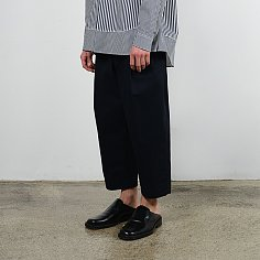 [IEY]ONE TUCK HALF BANDDING WIDE PANTS(Dark Navy)