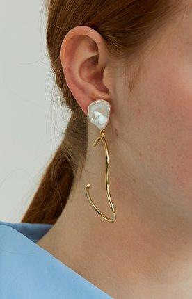 Ugly Pearl Wavy Earrings - Gold