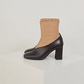 LEATHER ANKLE BOOTS (BLACK/BEIGE)
