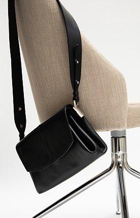 FW20 Leia Pleats Bag Black