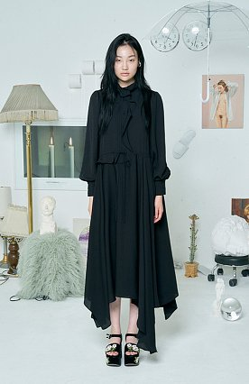 SOLID RUFFLE DRESS [BLACK]