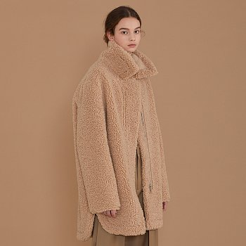 [이성경,손나은 착용] MOUTON Faux-Shearing Reversible Middle Mustang Coat_Soft Beige
