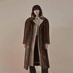 Round-shoulder faux fur coat