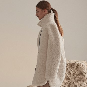 [이성경,손나은,김설희 착용] Mouton Faux-Shering Reversible Middle Mustang Coat_Ecru Ivory