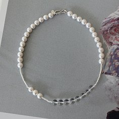 The pearl and crystal necklace
