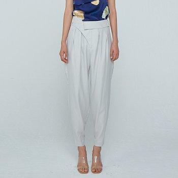 Unbalance Tuck Trousers / Light Grey