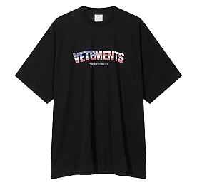 [Vetements] 플래그 로고 그래픽 티셔츠